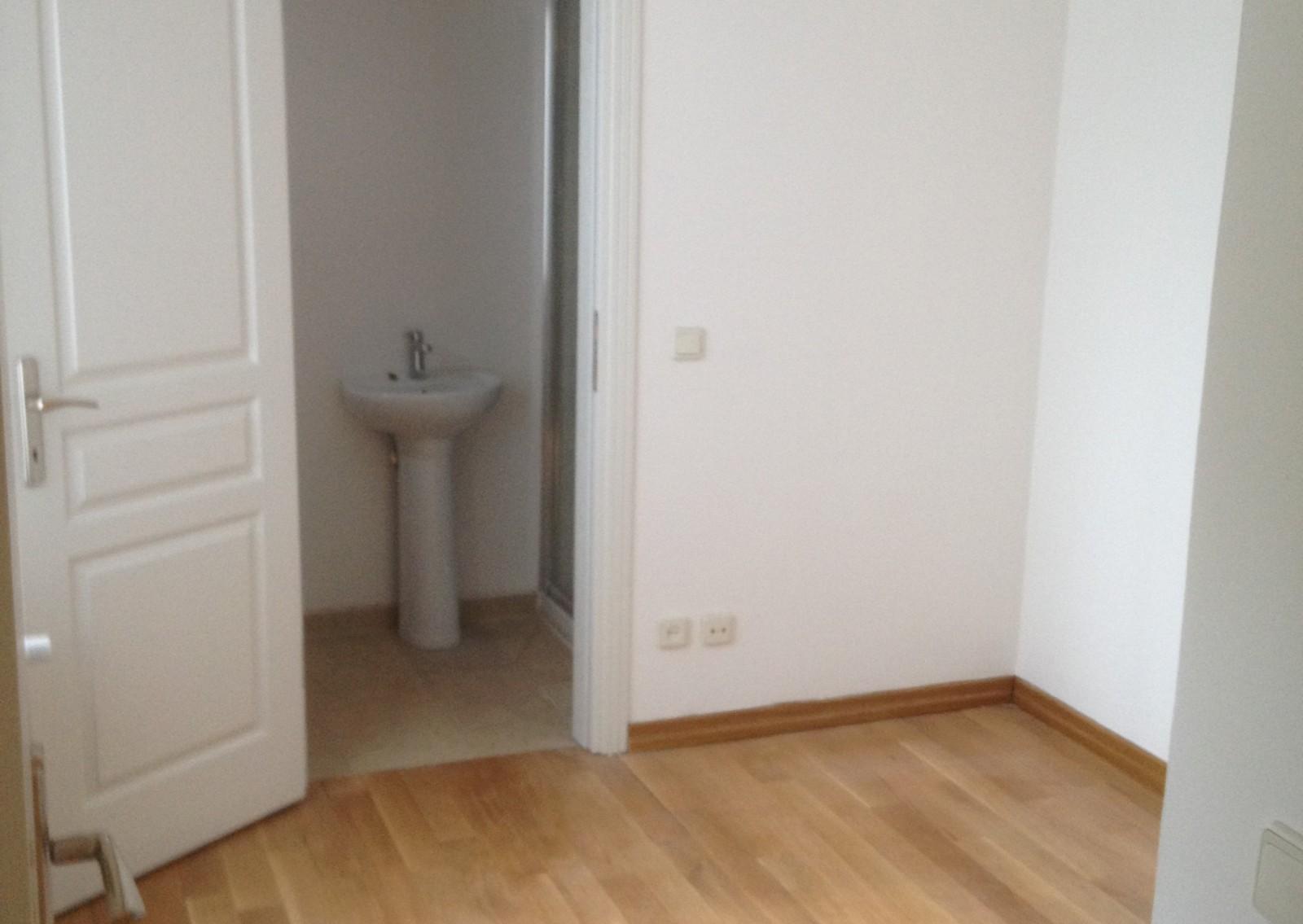 Zorlu'ya Yakın Sitede kiralık 5+1 daire
